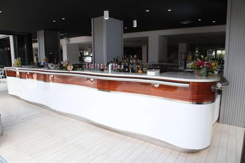 Bar crocera arredamento bar food arredo negozi for Arredamento bar palermo