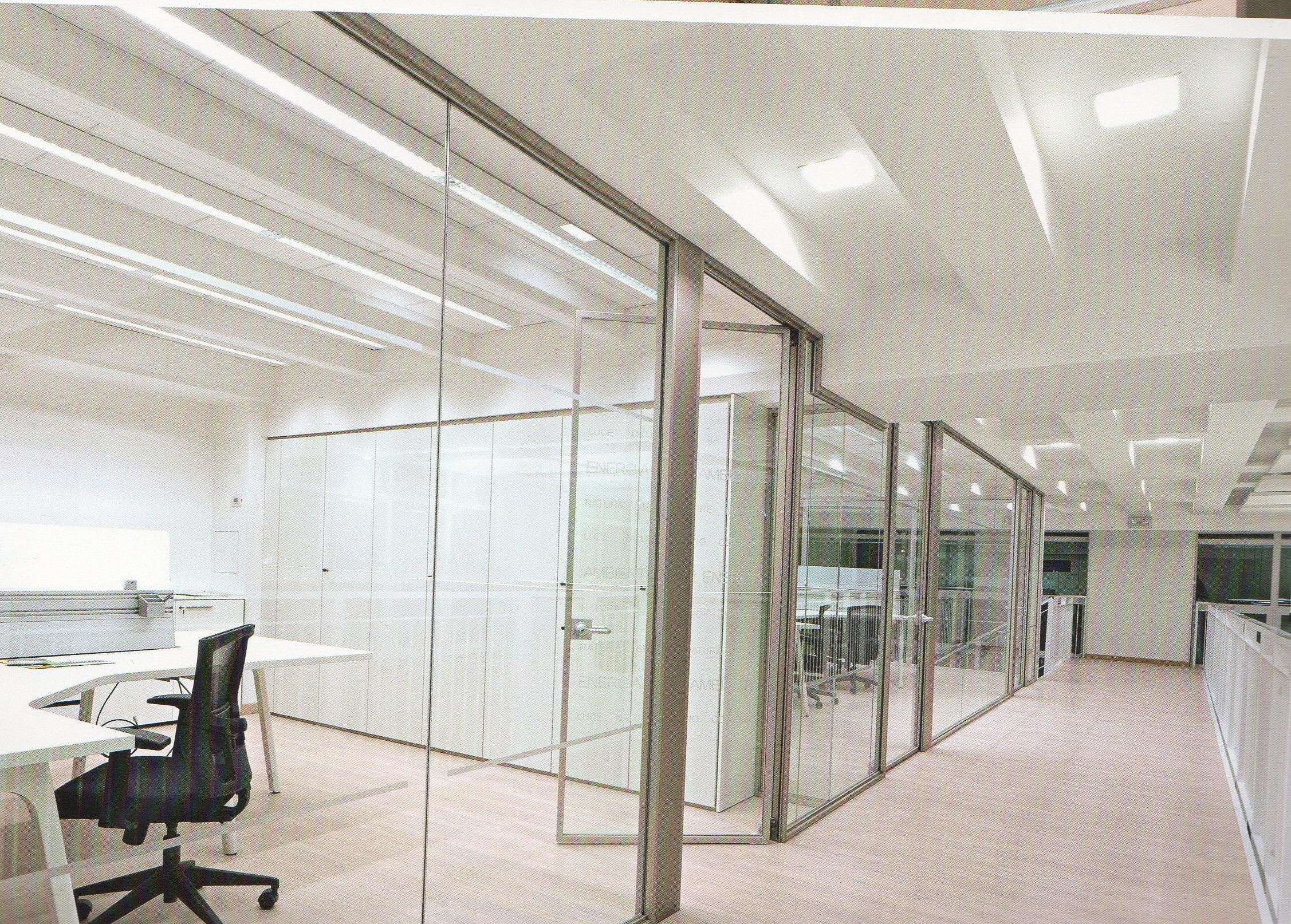 Pareti divisorie in vetro intelaiato pareti divisorie for Negozi sedie ufficio roma