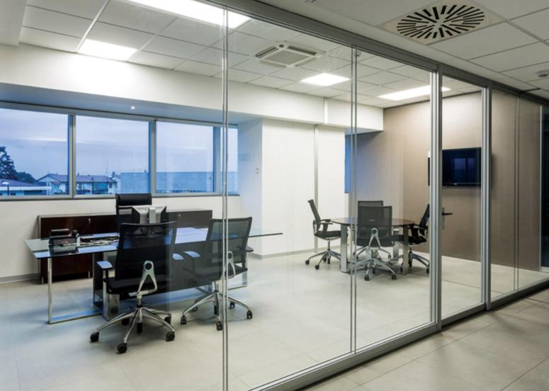Pareti divisorie con serratura pareti divisorie arredo for Arredamenti ufficio roma