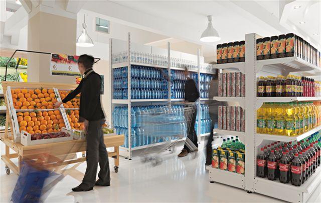 Esempio di scaffali self service in un supermercato for Sev arredamenti